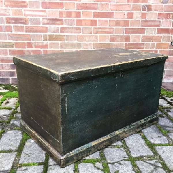 Mid 19th Century Painted Pine Box4
