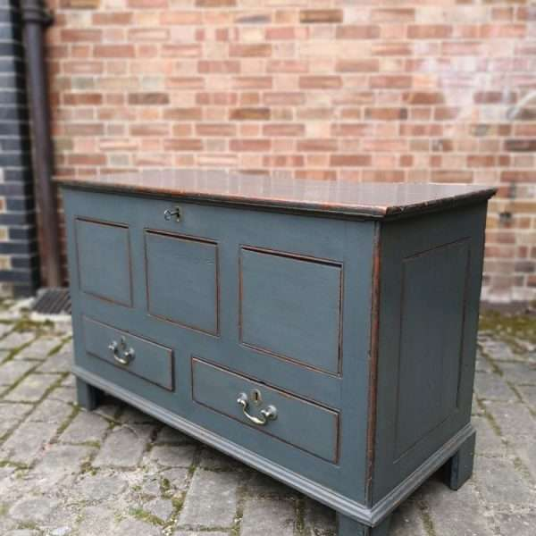 Early 19th Century Painted Oak Mule Chest4