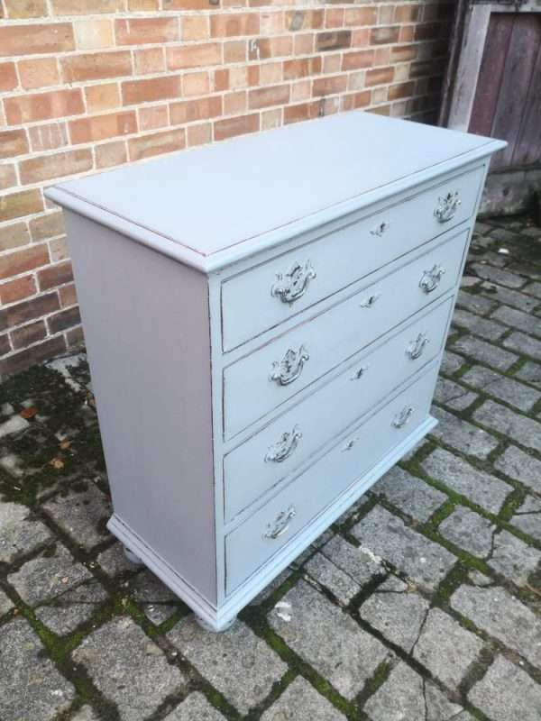 Queen Anne Style Painted Oak Chest Of Drawers £265 – Ref:1441